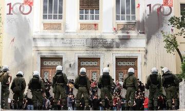 Ελεύθεροι οι 8 κατηγορούμενοι για την επίθεση σε βάρος του πρύτανη της ΑΣΟΕΕ (vid)