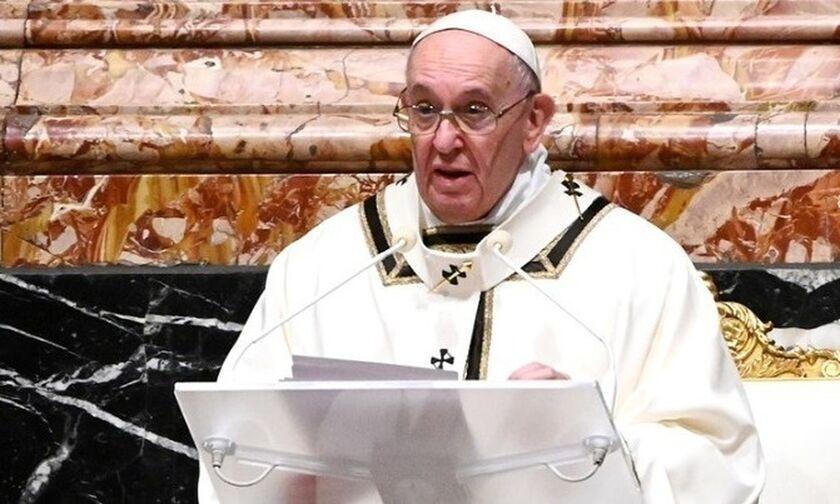«Πρέπει να εμβολιαστούμε», προτρέπει ο Πάπας και μιλά για «αυτοκτονικό αρνητισμό»