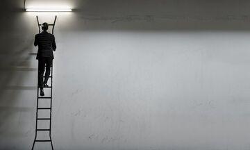 Εγκάρσιος Προσανατολισμός: Το νέο έργο του Δημήτρη Παπαϊωάννου από τη Στέγη