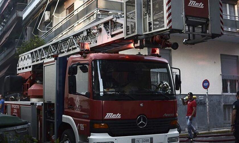 Ένας νεκρός από πυρκαγιά σε κατοικία στη Μεταμόρφωση (vid)