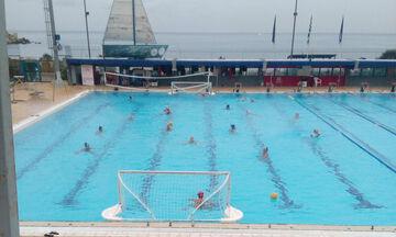 Πρωταθλητές Ευρώπης προπονούνται στην ανοιχτή πισίνα με κρύο και βροχή!