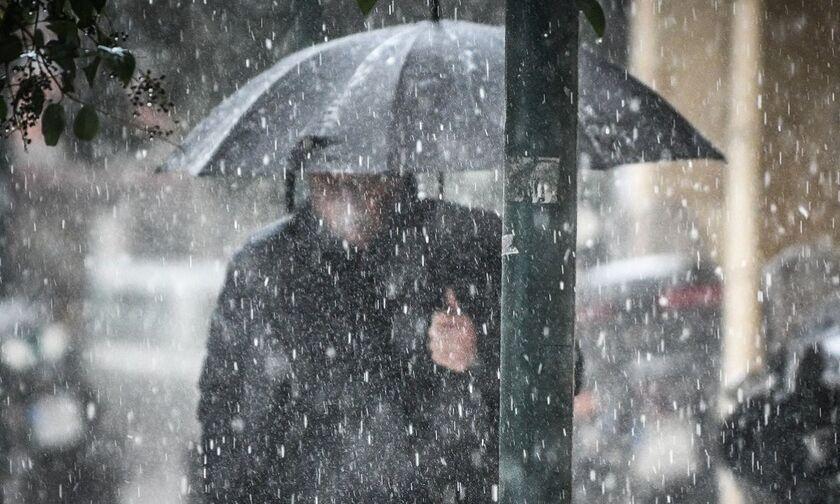 Καιρός: Άστατος με βροχές, καταιγίδες, χιόνι - Πέφτει αισθητά η θερμοκρασία
