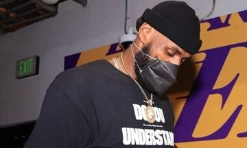 NBA: Eκτός γηπέδου οπαδός που αποκάλεσε, σε μπλουζάκι, «ρατσιστή» τον ΛεΜπρον Τζέιμς!