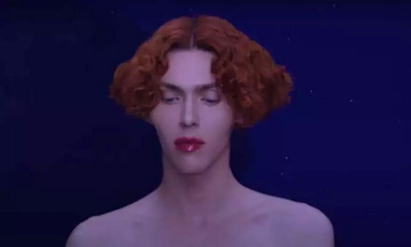 Νεκρή η τρανς μουσικός SOPHIE – Έπεσε από το μπαλκόνι θαυμάζοντας την πανσέληνο στην Αθήνα! (pic)