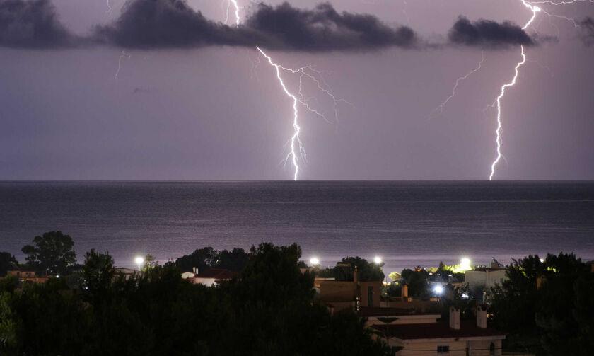 Καιρός: Επιδείνωση με βροχές, καταιγίδες και χαλαζοπτώσεις