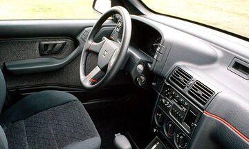 Ποιο αυτοκίνητο είχε ένα ηλεκτρικό καθρέπτη;