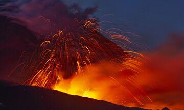Εντυπωσιακές εικόνες από την έκρηξη της Αίτνας (vid)