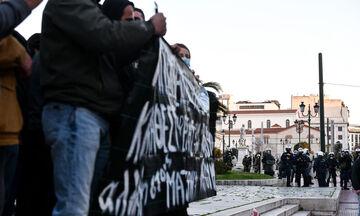 Προπύλαια: Επεισόδια, χημικά και κυνηγητό σε διαδήλωση υπέρ του Κουφοντίνα (pics)