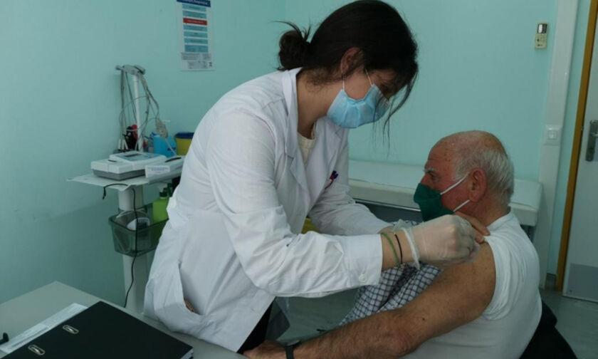 Εμβολιασμοί: Ανοίγει η πλατφόρμα για ραντεβού στις ηλικίες 60-64 (10/2) και 75-79 ετών (12/2) (vid)