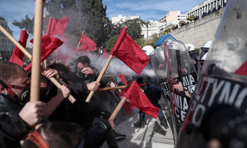 Πανεκπαιδευτικό συλλαλητήριο: Επεισόδια, χημικά, μολότοφ, πετροπόλεμος σε Αθήνα-Θεσσαλονίκη (pics)