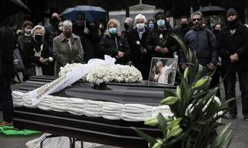 Κηδεία Αντώνη Καλογιάννη: Έγινε με το τραγούδι, «Κράτησα τη ζωή μου» (vid)