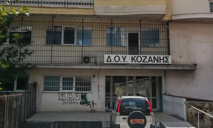Πέθανε ο 56χρονος εφοριακός από την επίθεση με τσεκούρι στη ΔΟΥ Κοζάνης