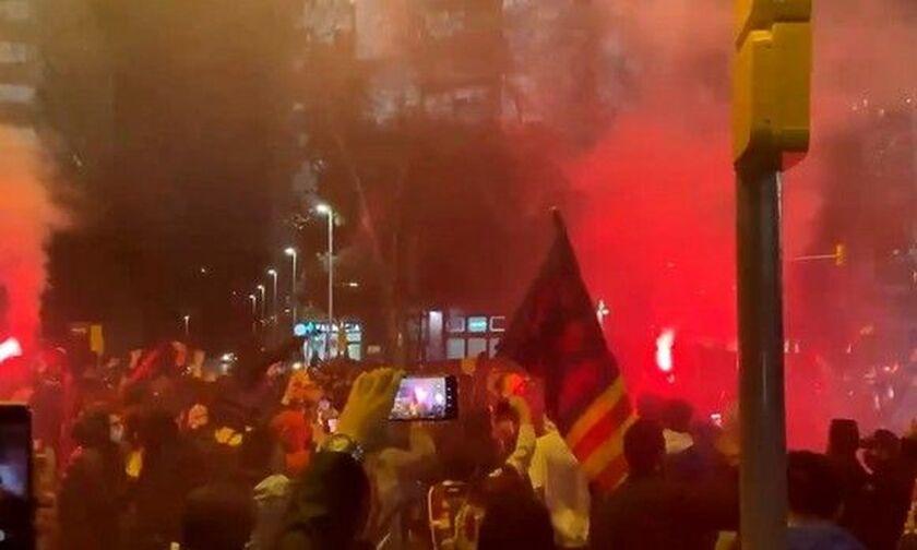 Μπαρτσελόνα - Παρί Σεν Ζερμέν: Συγκεντρωμένοι οπαδοι υποδέχθηκαν τις ομάδες στο «Καμπ Νόου» (vid)!