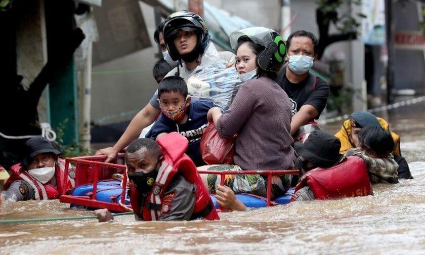 Ινδονησία: Η Τζακάρτα πλήττεται από πλημμύρες
