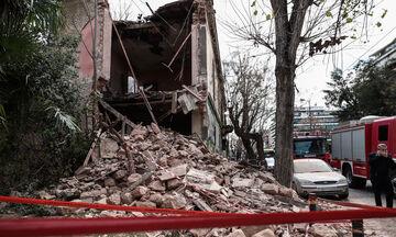 Άνω Πατήσια: Κατέρρευσε μέρος ιστορικού κτιρίου - Ανασύρθηκε ένα άτομο από τα συντρίμμια (pics)