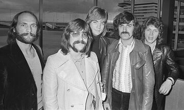 The Moody Blues - Nights in White Satin: Τα σατέν σεντόνια δεν «δρόσισαν» τον δημιουργό του (vid)