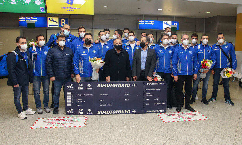 Επέστρεψε στην Αθήνα η θριαμβεύτρια εθνική ομάδα πόλο των ανδρών (vids)