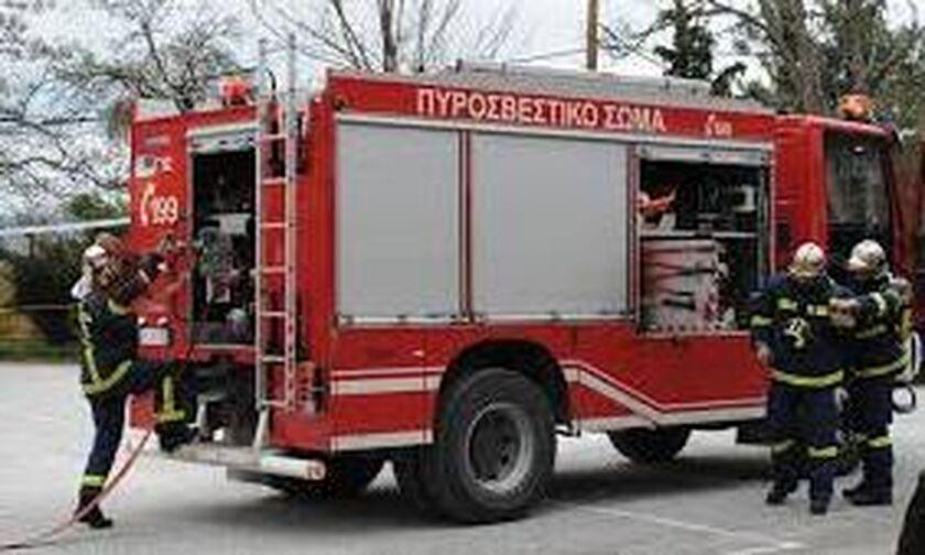 Κάλαμος: Ξέσπασε πυρκαγιά - Στη μάχη ελικόπτερο και 17 πυροσβέστες (vid)