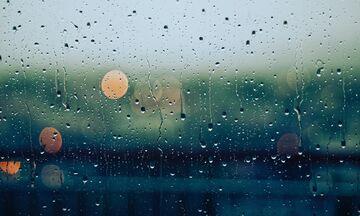 Καιρός: Τοπικές βροχές και πτώση της θερμοκρασίας