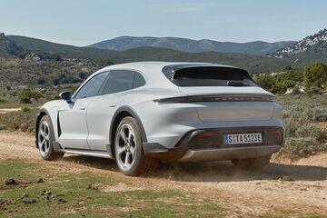«Σκαφτιάς» επιδόσεων η Porsche Taycan Cross Turismo