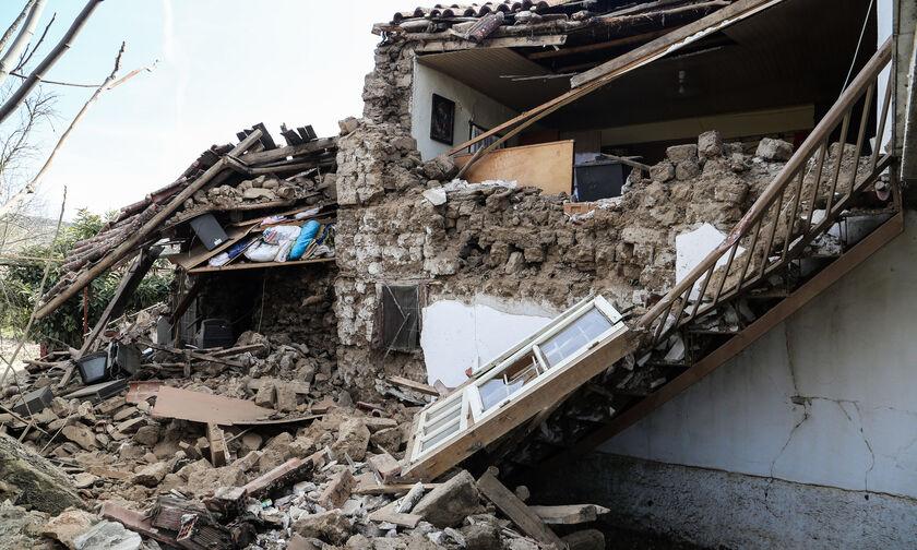 Περιφέρεια Αττικής: Έντεκα φορτηγά με είδη πρώτης ανάγκης στα σεισμόπληκτα χωριά της Λάρισας (vid)