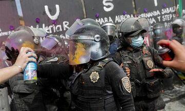 Μεξικό: Εντάσεις μεταξύ αστυνομίας και διαδηλωτών σε διαδήλωση για την Παγκόσμια Ημέρα της Γυναίκας