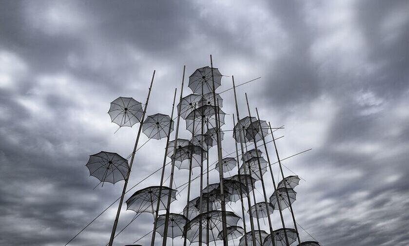 Καιρός: Τοπικές βροχές, παροδικές νεφώσεις