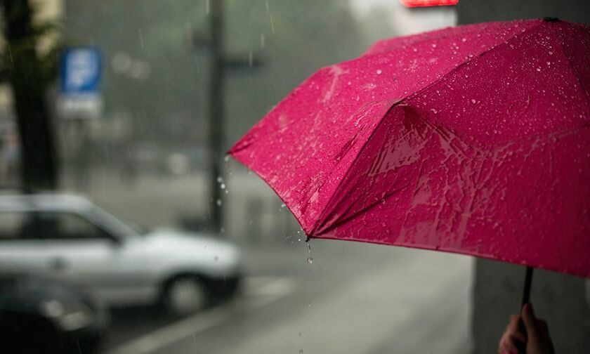 Καιρός: Νεφώσεις με ασθενείς τοπικές βροχές και μεμονωμένες καταιγίδες