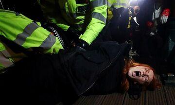 Αγγλία: Έντονη κριτική για την αντίδραση της αστυνομίας σε αγρυπνία στη μνήμη της Σάρα Έβεραρντ