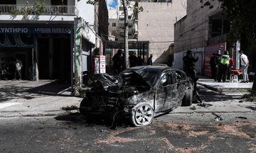 Καταδίωξη στην οδό Λιοσίων με τέσσερις τραυματίες - Κλεμμένο ΙΧ έπεσε σε δυο μοτοσικλέτες