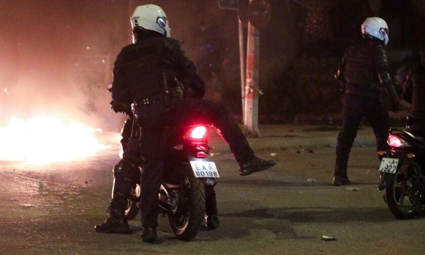 Νέα Σμύρνη: «Tο πλήθος νόμιζε ότι είχα πεθάνει και μείωσε τα χτυπήματα» -Η κατάθεση του αστυνομικού