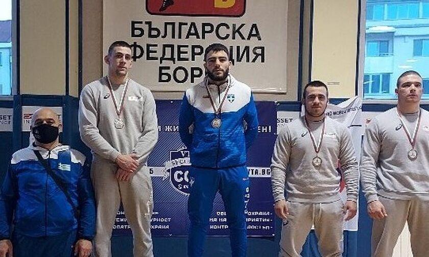 Πάλη: «Χρυσός» ο Παγκαλίδης, 5 μετάλλια στη Βουλγαρία