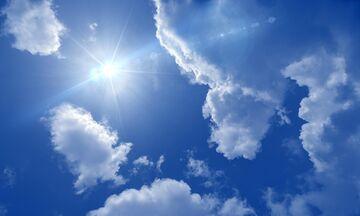 Καιρός: Ηλιοφάνεια με λίγες νεφώσεις και τοπικές βροχές