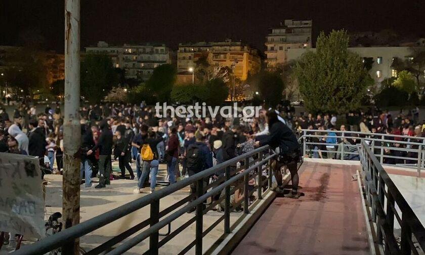 Θεσσαλονίκη: Κλειστό το λιανεμπόρια, ανοιχτά...τα πάρτι 1000 ατόμων στο Πανεπιστήμιο (vid)