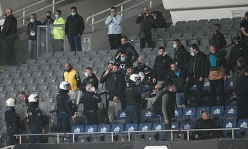 Έξαλλοι οπαδοί της ΑΕΚ με τον «γατούλη» Μελισσανίδη και τον «αποτυχημένεθ» Χιμένεθ