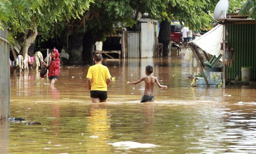 Σχεδόν 160 νεκροί από τις πλημμύρες σε Ινδονησία και Ανατολικό Τιμόρ
