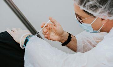 ΕΜΑ: Τα συμπτώματα που προειδοποιούν για θρόμβωση μετά τον εμβολιασμό