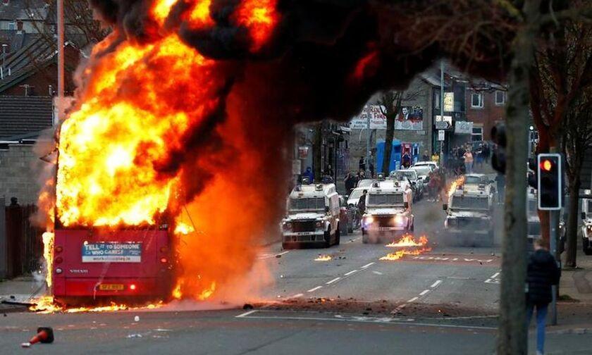 Σοβαρά επεισόδια και συγκρούσεις στο Μπέλφαστ