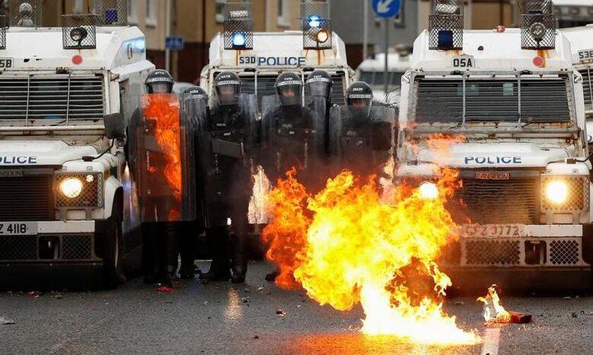 Β. Ιρλανδία: Νέα βίαια επεισόδια παρά τις εκκλήσεις για ηρεμία