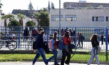 Σχολεία: Άνοιξαν τα Λύκεια - Υποχρεωτικό το self test