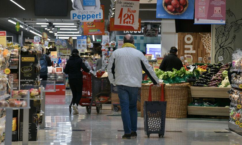 Κορονοϊός: Αύξηση πωλήσεων σε ποτά, βαφές μαλλιών και λαδόκολλες