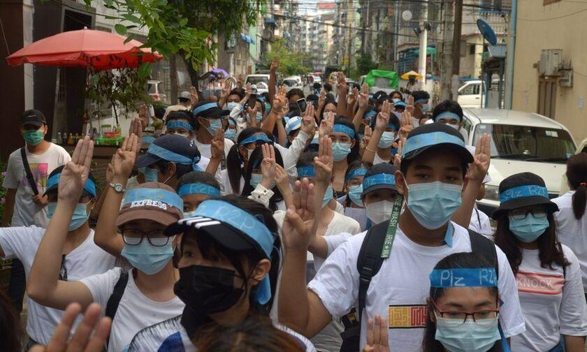 Μιανμάρ: Οι δυνάμεις ασφαλείας άνοιξαν πυρ σε διαδήλωση υγειονομικών