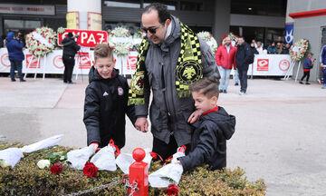 Ο Ολυμπιακός στο πλευρό του φιλάθλου της ΑΕΚ που τίμησε με τα παιδιά του τα θύματα της Θύρας 7 (pic)