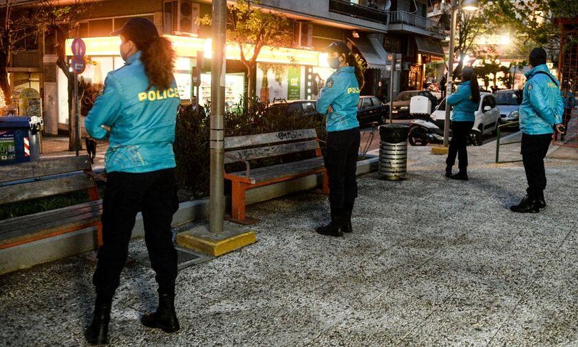 Παγκράτι: «Λουκέτο» στην πλατεία Βαρνάβα μετά τα ολονύχτια πάρτι (video-pics)