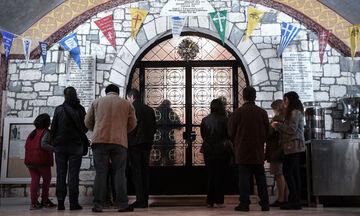Πάσχα: «Χριστός ανέστη» στις 9:00 το βράδυ και έξω από τις εκκλησίες - Τι αποφάσισε η Ιερά Σύνοδος