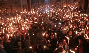 Μεγάλο Σάββατο: Στις 18:30 το Άγιο Φως στην Ελλάδα, στις 21:00 η Ανάσταση