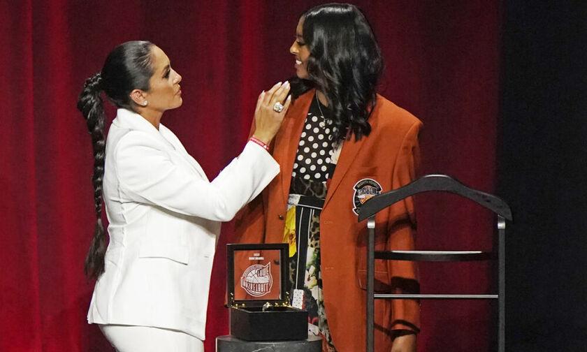 Hall of Fame: Η κόρη του Κόμπι Μπράιαντ, Νατάλια, παρέλαβε το σακάκι του