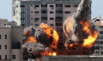 Η συγκλονιστική στιγμή που καταρρέει με βομβαρδισμό Ισραηλινών, κτίριο της Al Jazeera στη Γάζα (vid)