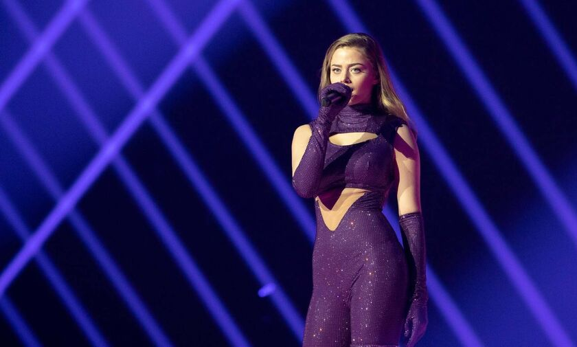 Eurovision 2021: Η Stefania ντυμένη με 250.000 κρύσταλλα Swarovski στη σκηνή του Ρότερνταμ (vid)
