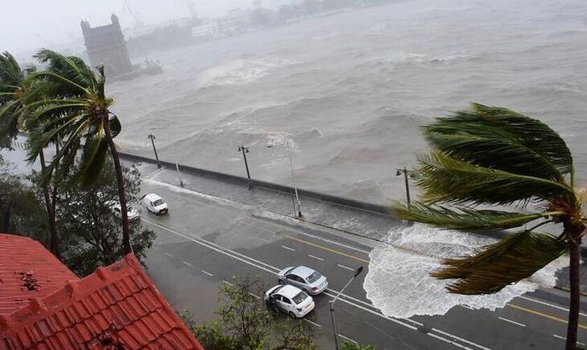 Ινδία: 20 νεκροί και περισσότεροι από 120 αγνοούμενοι λόγω κυκλώνα